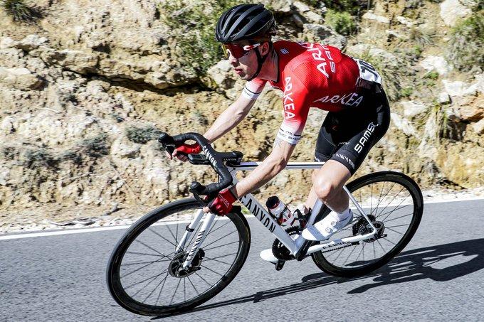 Route - Coup dur pour Elie Gesbert, victime d'une fracture de la rotule