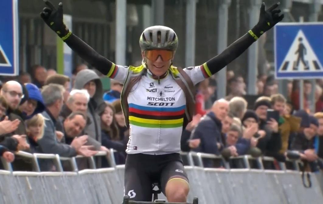 Circuit Het Nieuwsblad - Annemiek van Vleuten gagne en arc-en-ciel