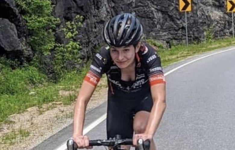 Route (F) - Lauren De Crescenzo bat le record de l'Everest Challenge