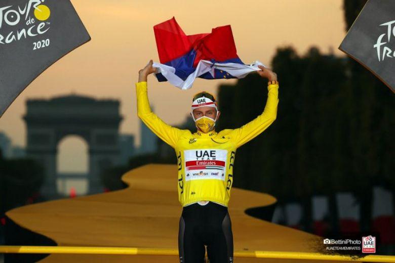 Tour de France - Le visage de Pogacar projeté sur le Burj Khalifa