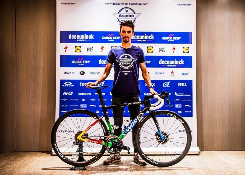 Route - Julian Alaphilippe présente son vélo de champion du monde !