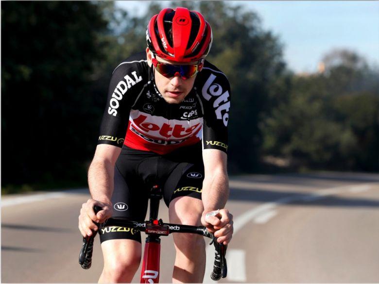 Geraint Thomas chute à cause d'un bidon — Tour d'Italie
