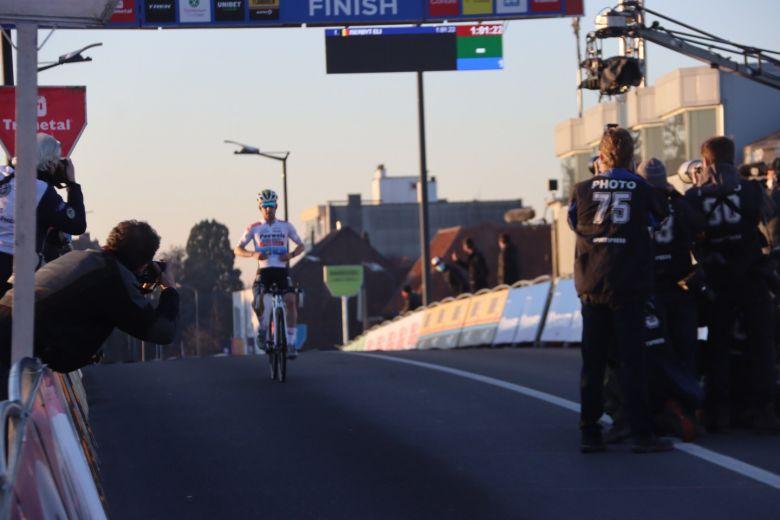 Cyclo-cross - Iserbyt gagne à Courtrai, Van Aert 3e pour son retour