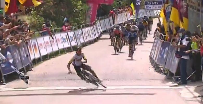 Route - Munoz gagne en Colombie et tombe en franchissant la ligne !