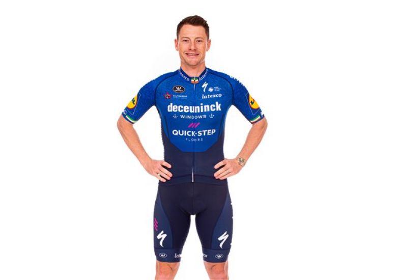 Route - Le Wolfpack de retour avec un maillot bleu marine en 2021