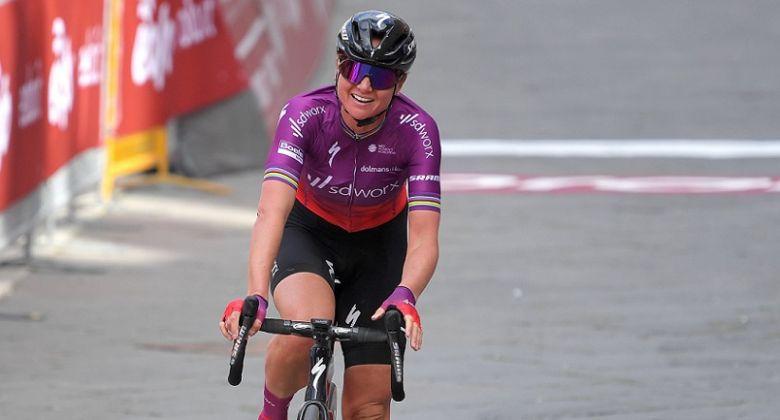 Strade Bianche (F) - Van den Broek-Blaak gagne devant Longo Borghini
