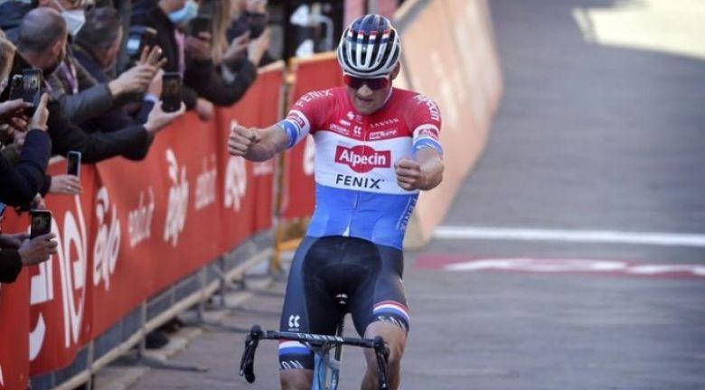 Route: Quand le peloton réagit à la performance de Van der Poel ! - Cyclism'Actu
